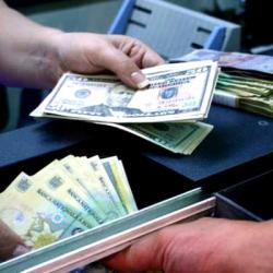 La economie slabă, monedă tot slabă