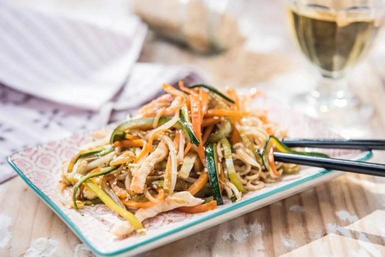 Noodles con pollo y verduras - Veritas