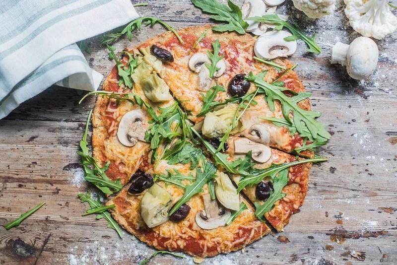 Pizza con base de coliflor - Recetas - Veritas