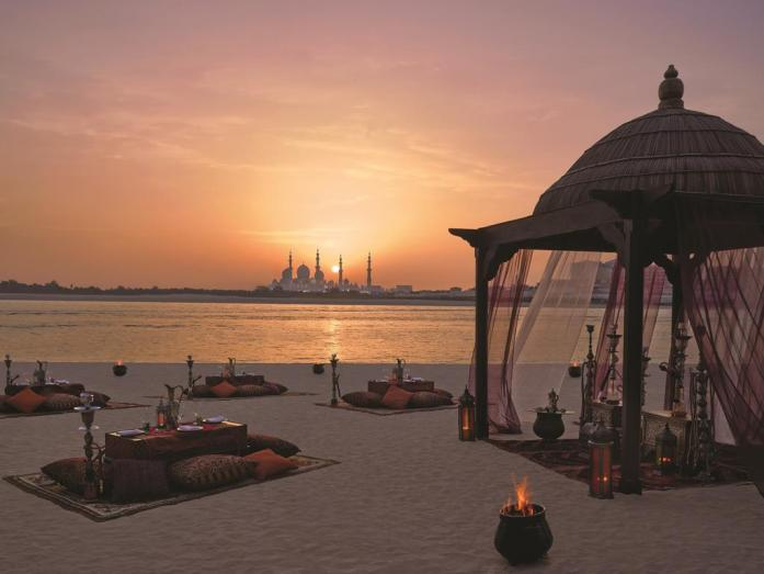 Shangri-La Hotel, Abu Dhabi with view of Sheikh Zayed Grand Mosque