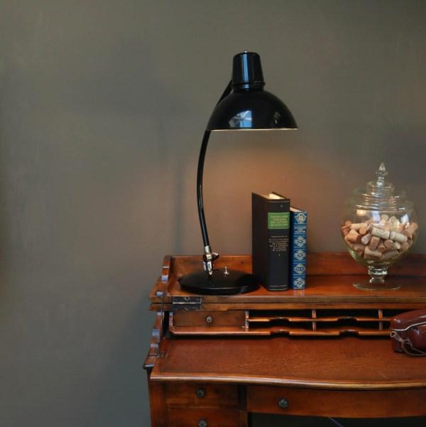 Frankfurt bureaulamp op oud bureau - Verlichting van Toen