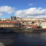 Pražský hrad přes řeku Vltavu. Krásný výhled na Pražský hrad přes řeku Vltavu.