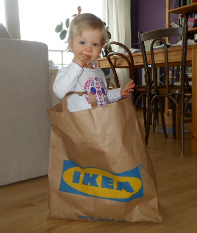 Mijn dochtertje poseerde speciaal voor dit artikel in Zweedse klederdracht