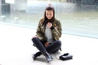 Bomberjacke mit Patches, Cutout Boots, Bandana, Proenza Schouler, Zara, Jeans, Edited