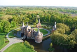 Het kasteel van Ooidonk met zijn schilderachtige domein. (foto kasteel Ooidonk)
