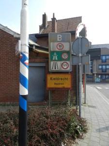 De grens met Nederland. Middenin het centrum van Kieldrecht.