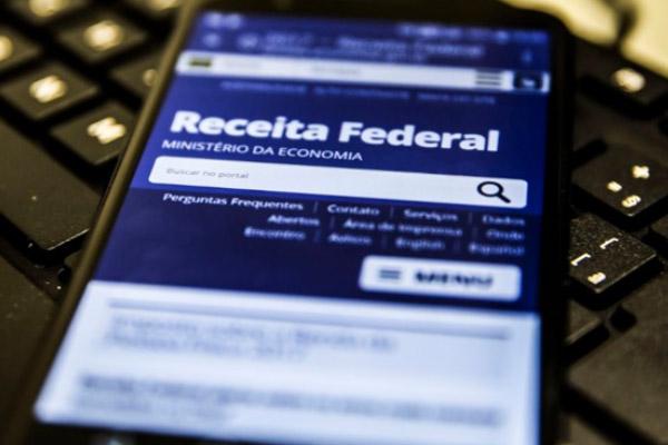 Saiba como não ter problemas com a Receita Federal, com ajuda da Vers!