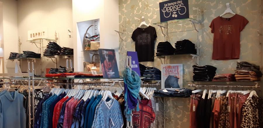 Vue intérieur boutique Version Mode France 4