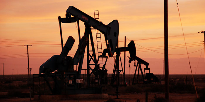 Why oil prices keep falling?