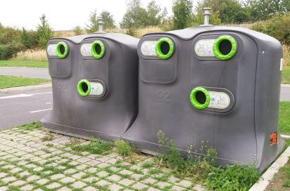 La collecte du verre dans la communauté de communes du Pévèle Carembault (59). Le recyclage, c'est l'affaire de tous : petits et grands, avec ou sans roulettes !