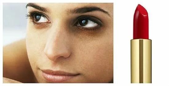 labial rojo para corregir ojeras