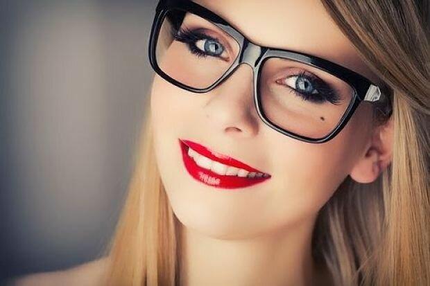 d3a53e75dc 7 Tips de maquillaje para chicas con lentes - Verte Bella
