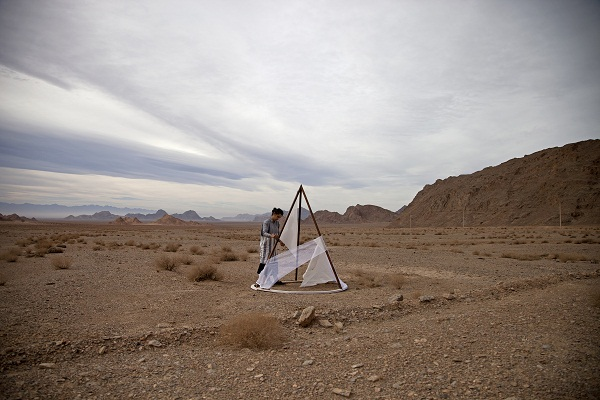 At Yazd, Taft district, Iran, building the tent in the desert 2017