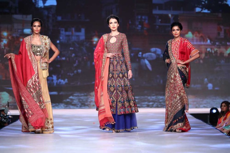 Models in collection 'Inheritance, An Ode to the Textiles and Embroideries of India'