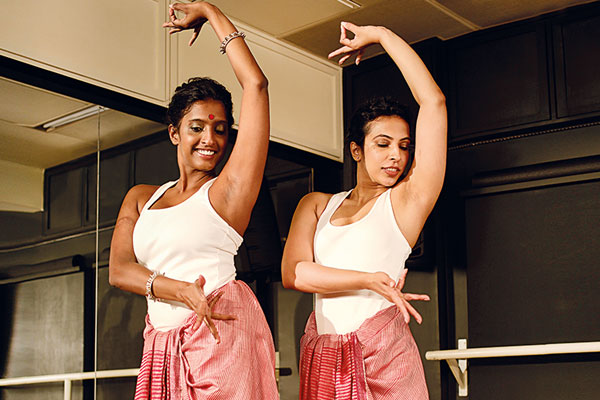 Aarifa Bhinderwala, Pole dancer, Ranjana Dave, Odissi dancer