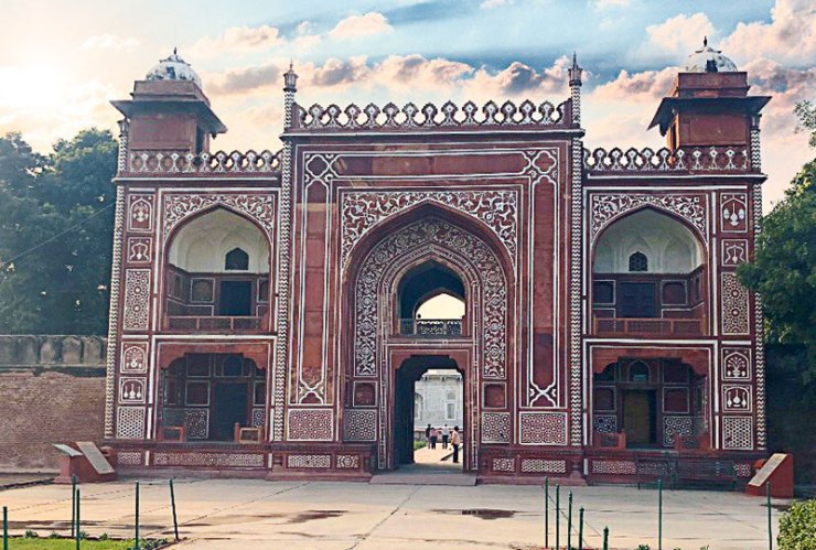 The entrance to the tomb of Itimad-ud-Daulah, also called the Baby Taj