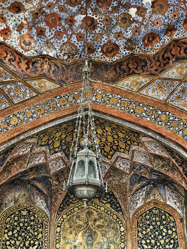 Intricate dome artwork at Itimad-ud-Daulah's tomb