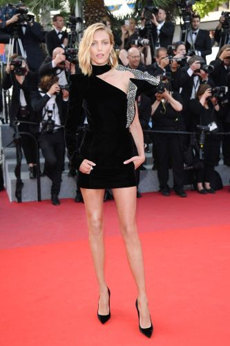Anja Rubik in Yves Saint Laurent