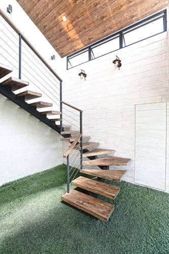 Steps leading to Mumbai Home. Designed by Ayushi Kanodia