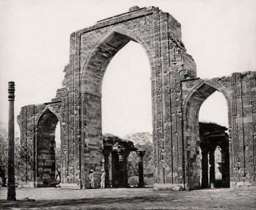 Delhi, The Great Arch and the Iron Pillar at the Qutub Minar