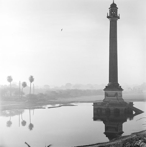Column at La Martiniere, Lucknow, 1977, Silver gelatin print