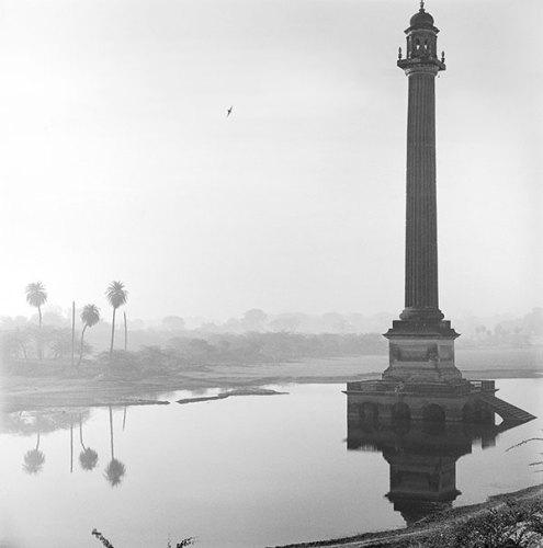 Column at La Martiniere, Lucknow, 1977, Silver gelatin print