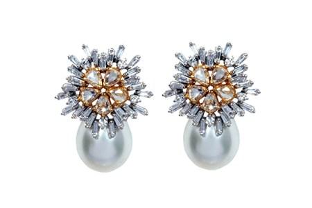 Ghanasingh Be True snowflake-inspired  earrings