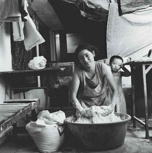 Namku kneads a huge basin of dough, from the Majnu Ka Tilla Diaries, Delhi, 2009