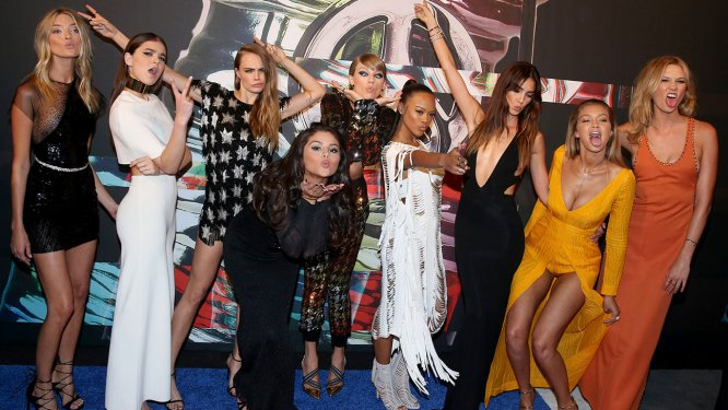 Martha Hunt, Hailee Steinfeld, Cara Delevingne, Selena Gomez, Taylor Swift, Serayah, Lily Aldridge, Gigi Hadid, Karlie Kloss at the 2015 VMAs