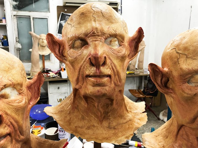 The painted mask without hair