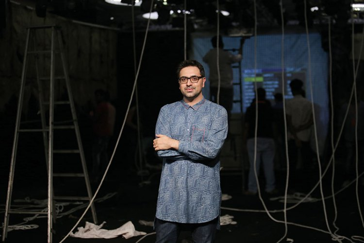 Gautam Vazirani in the midst of setting up the Arjun Saluja installation at Lakmé Fashion Week