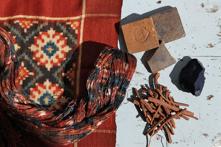 Raw materials — handspun thread and natural dyes