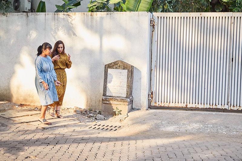 Pooja Sinha Roy, Zoya Hussain