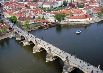 Charles Bridge: tourist magnet