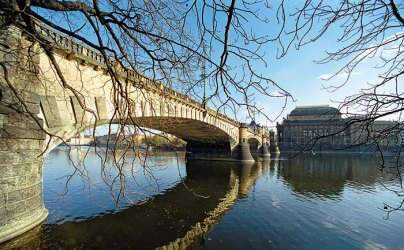 Legli Bridge: spanning the Vltava