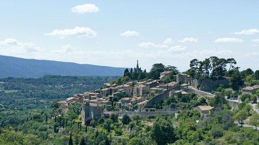 Hilltop villages and verdant groves