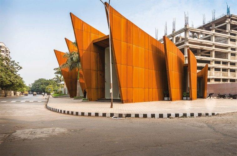 The Crescent, Surat