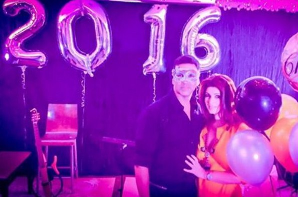Twinkle Khanna and Akshay Kumar have some masquerade fun