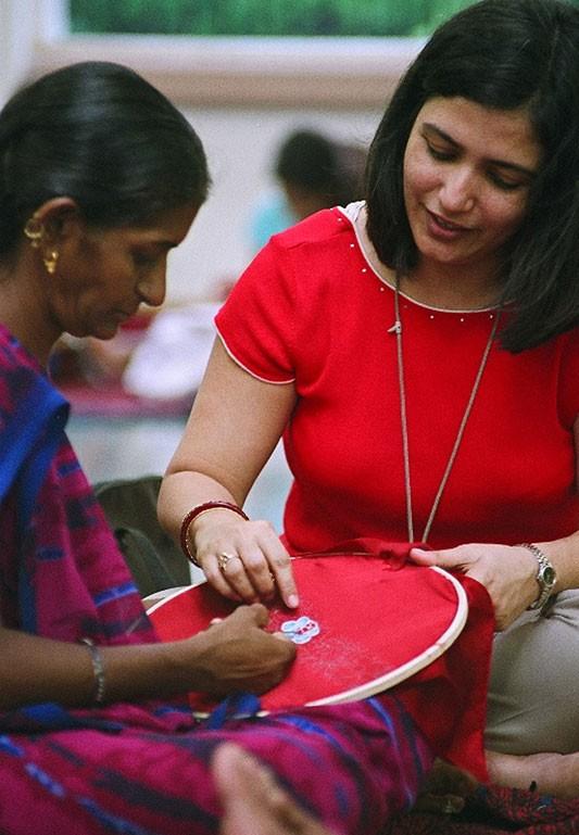 Ahmedabad Workshop: Zenobia Davar trains SEWA women