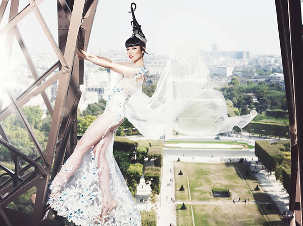 Jessica Minh Anh Live Stream Catwalk on Eiffel Tower J Autumn Fashion Show 2014