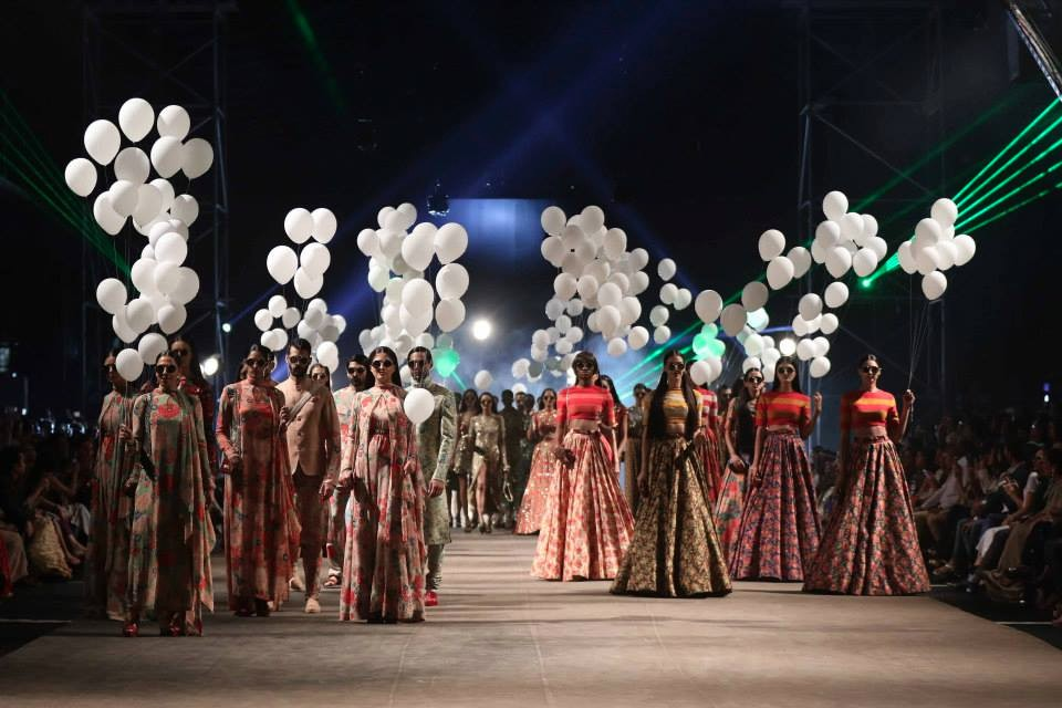 sabyasachi for lakme fashion week summer resort 2015 opening show seventies fashion
