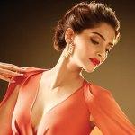 Sonam Kapoor, Bollywood Actress, Beauty, Vanity Case