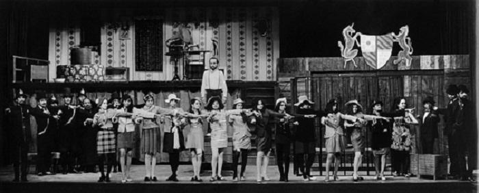 Three Penny Opera/Teen Take ka Swaand by Bertolt Brecht. Dir. Fritz Bennewitz. Curtain Call, NSD, 1970
