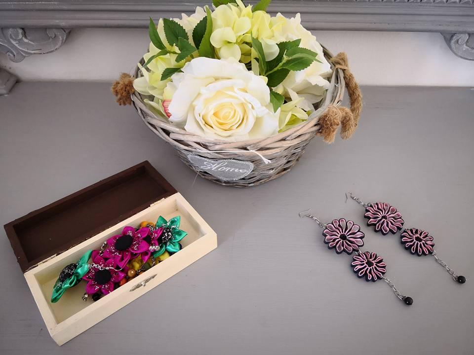 Fuxico il riciclo creativo dà vita ai gioielli di fiori in tessuto