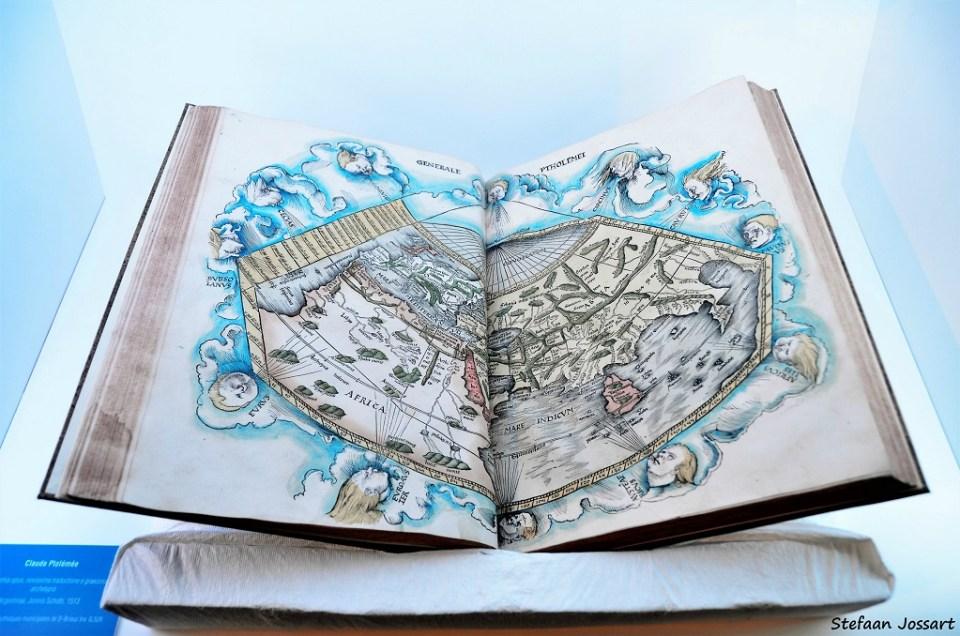 Twee mooi geïllustreerde pagina's over de verschillende winden, in een heel oud boek