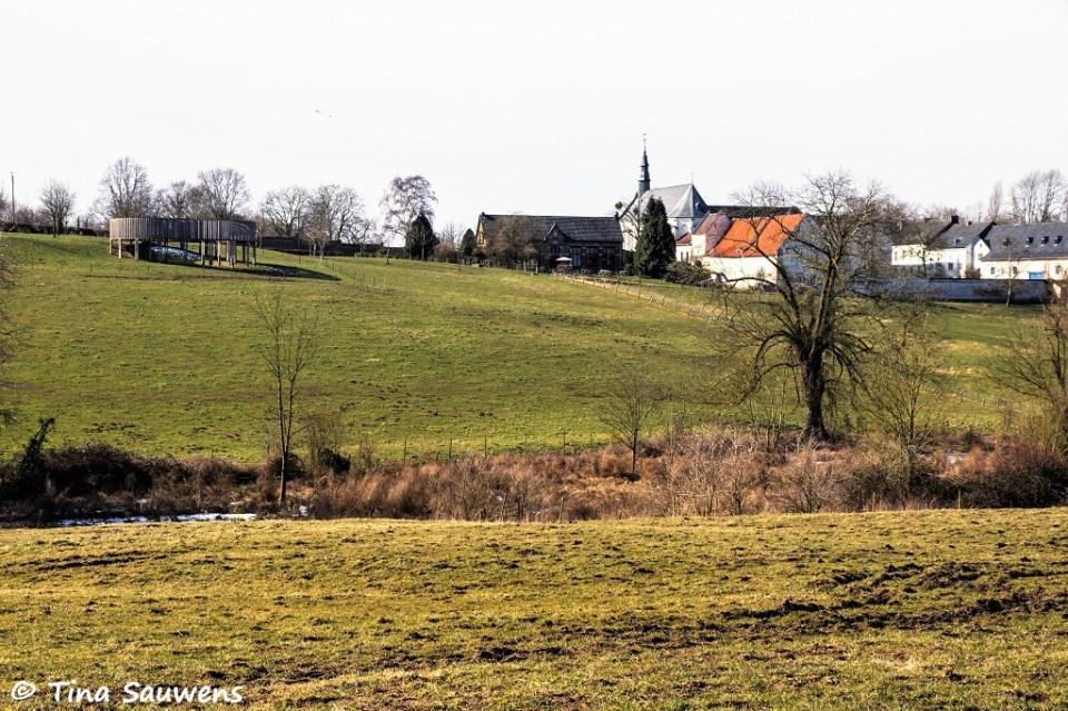 Zicht op de abdij van Kerniel.