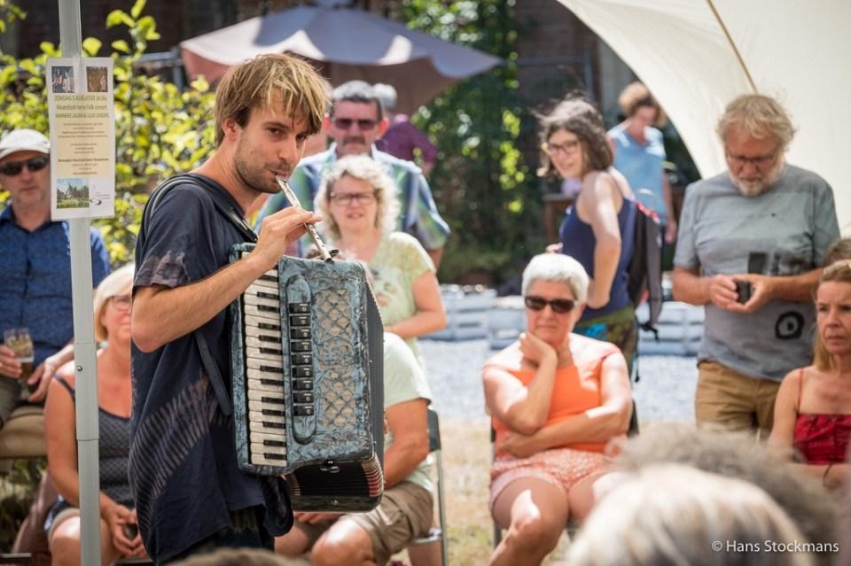 Tijdens het mooie folkconcertje van Hanneke Laura en Luuk Lenders.