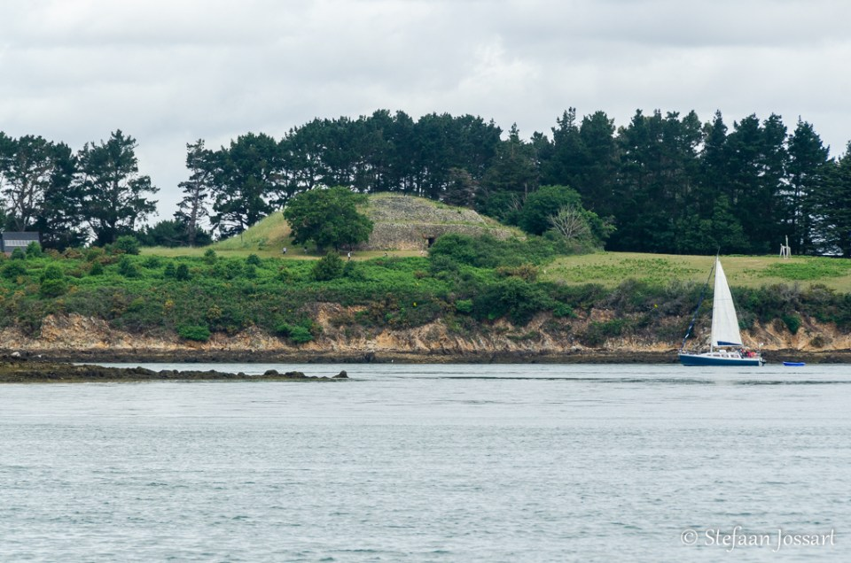 Île de Gaverni met de beroemde Cairn de Gavirni.