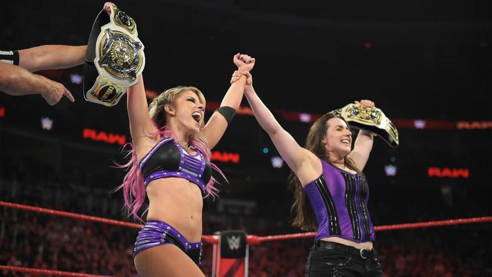 Alexa Bliss y Nikki Cross