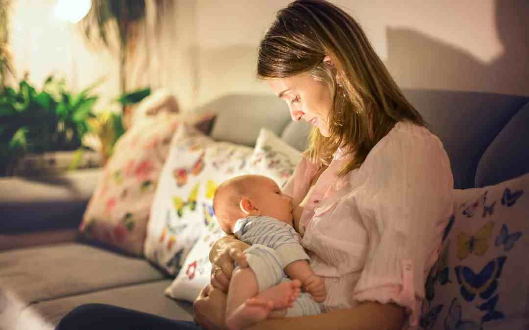 10 Tips to Survive Nighttime Breastfeeding Without Losing Hours of Sleep
